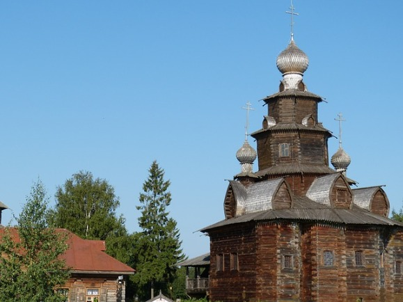 wooden-church-517504_640