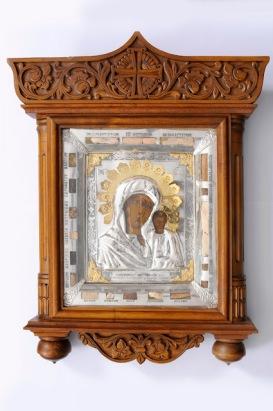 Η σπάνια ρωσική εικόνα της Παναγίας του Καζάν του 17ου αιώνα με ενσωματωμένα λείψανα 19 αγίων. http://leipsanothiki.blogspot.be/