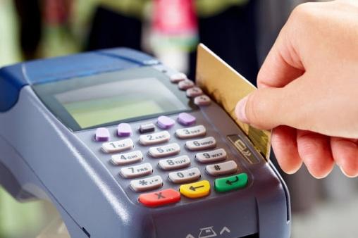Αποτέλεσμα εικόνας για Φόρος-τιμωρία για όσους δεν αγοράζουν με »πλαστικό» χρήμα