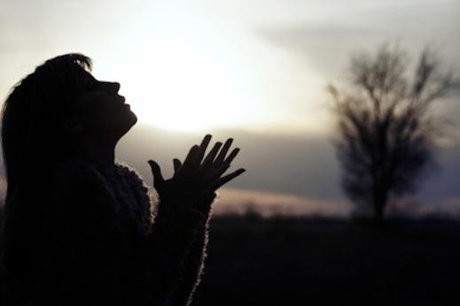 Αποτέλεσμα εικόνας για Πως παραδίδουμε κάτι στα χέρια του Θεού;