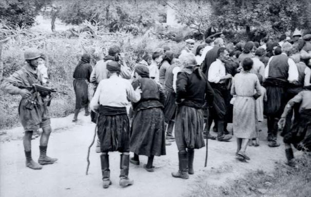Αποτέλεσμα εικόνας για Ο άγνωστος ήρωας ιερέας του Διστόμου και η εκτέλεσή του