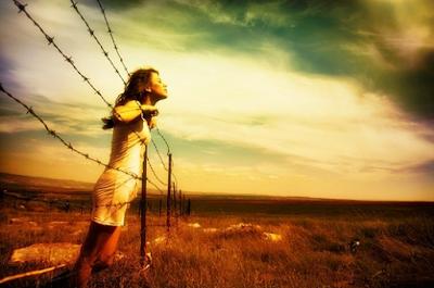 Αποτέλεσμα εικόνας για Η ψυχική ενέργεια που εκπέμπουμε πληγώνει αόρατα τους άλλους!